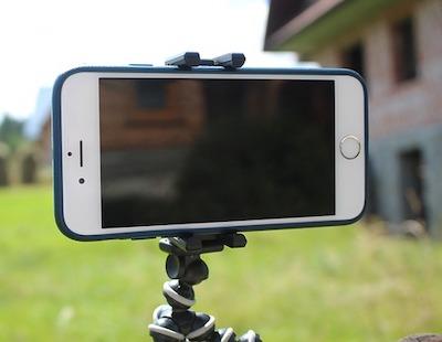 iPhoneを三脚で固定