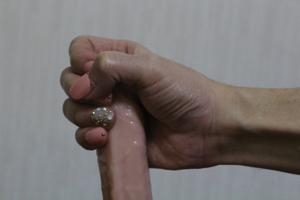 つけ爪ネイルでシコシコ手コキ